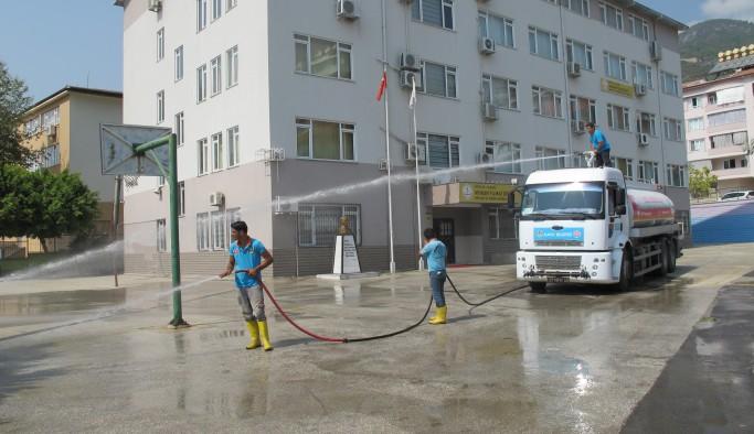 Tüm okullarda temizlik çalışması başlattı