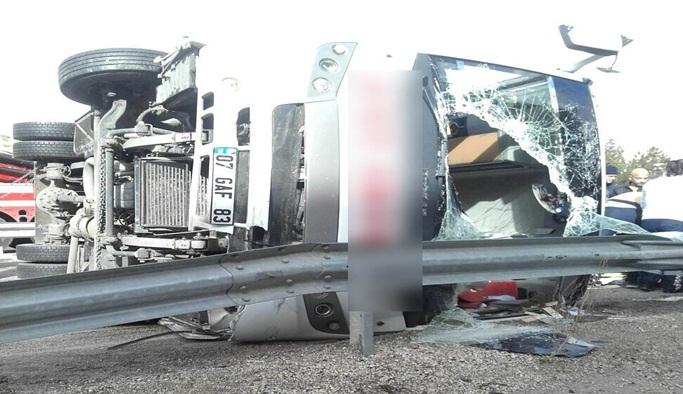 Viraja hızlı giren otobüs devrildi, 15 kişi hafif yaralandı