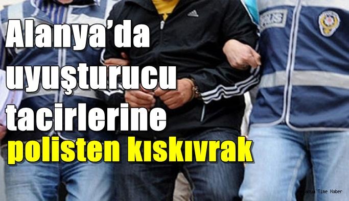 Alanya'da uyuşturucu tacirlerine polisten kıskıvrak