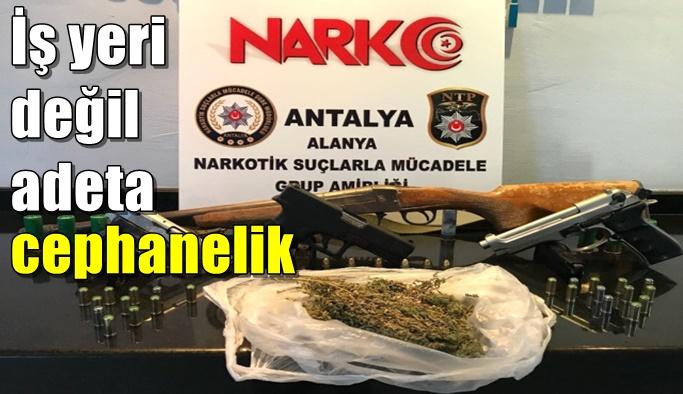 Alanya'da polis bir işyerinde adeta cephanelik buldu!