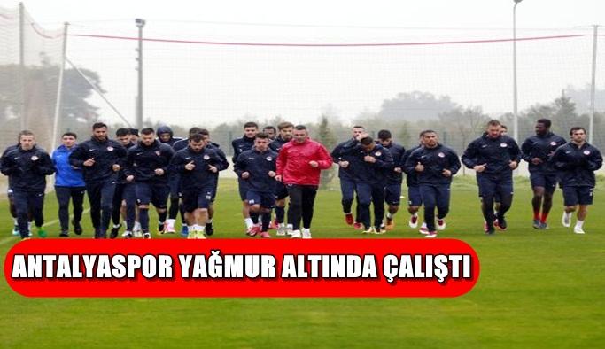 Antalyaspor yağmur altında çalıştı