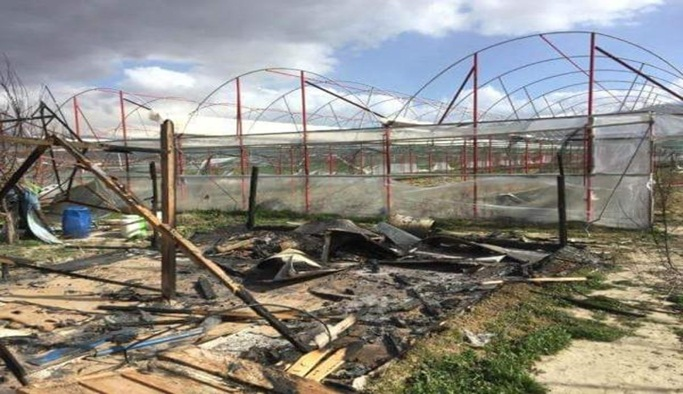 Seradaki barakalar kundaklandı