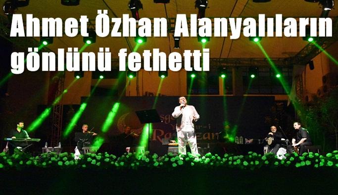 Ahmet Özhan mest etti