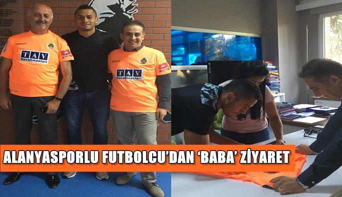 Alanyasporlu futbolcu'dan 'Baba' ziyaret
