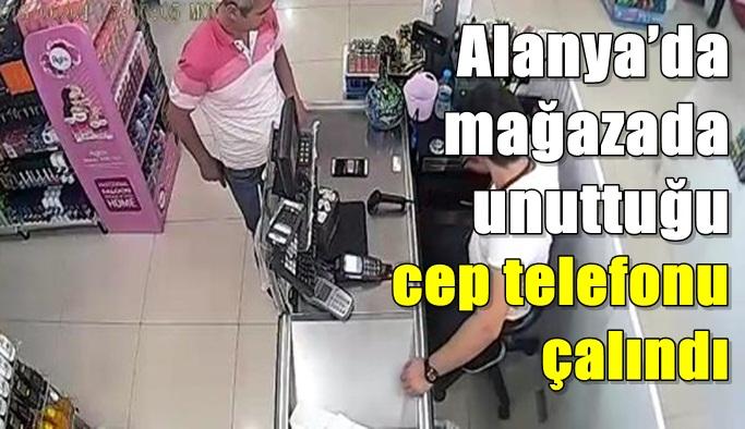 Alanya'da mağazada unuttuğu cep telefonu çalındı