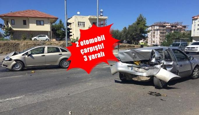 Gazipaşa'da feci kaza! 2 otomobil çarpıştı: 3 yaralı