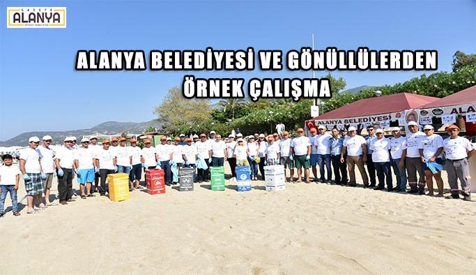 Alanya Belediyesi ve gönüllüler Damlataş Plajını temizledi
