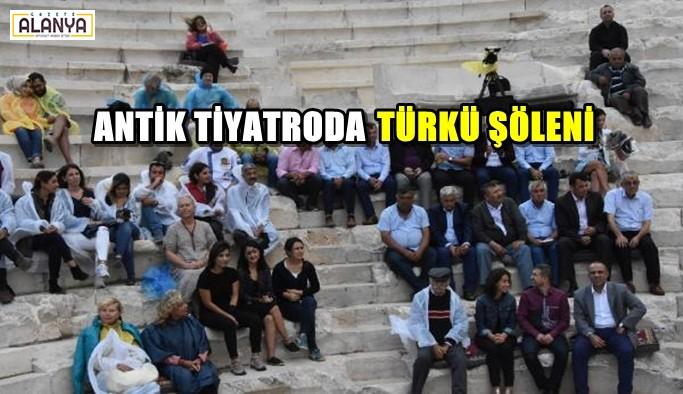 Antik tiyatroda türkü şöleni