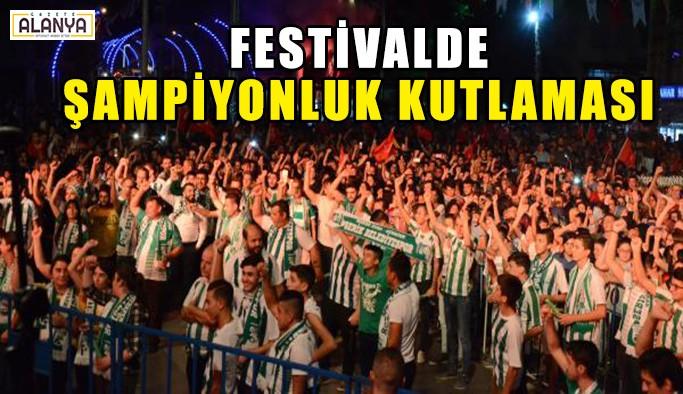 Festivalde şampiyonluk kutlaması