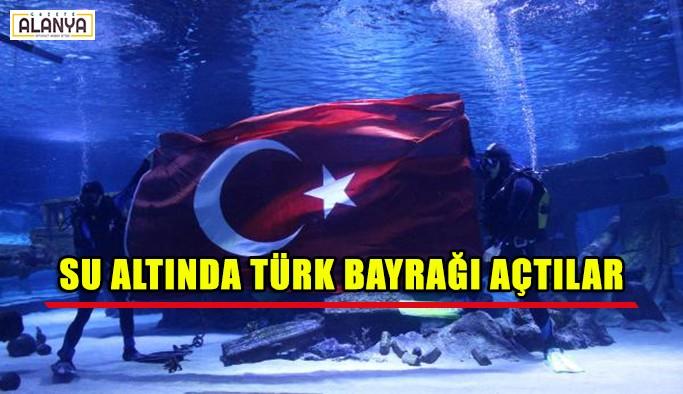 Su altında muhteşem Türk bayrağı