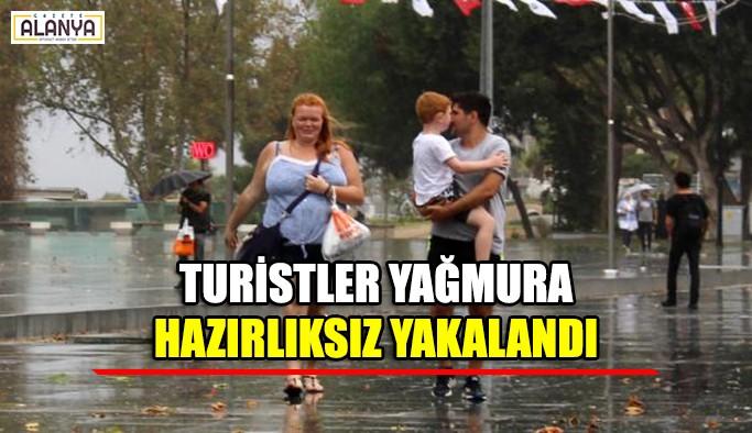 Turistler yağmura hazırlıksız yakalandı