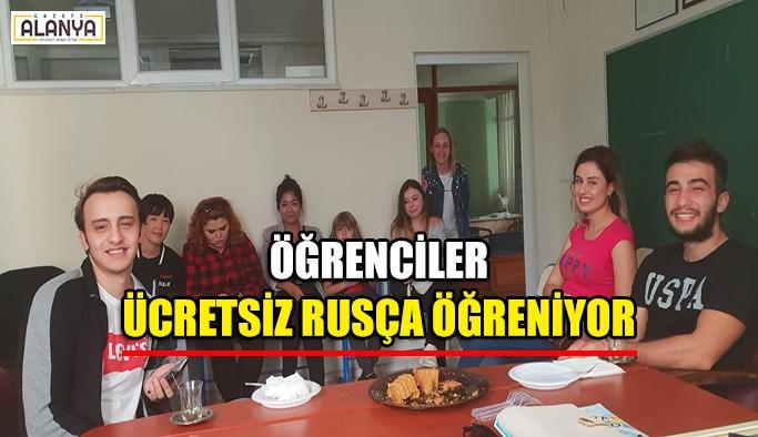 Öğrenciler ücretsiz rusça öğreniyor