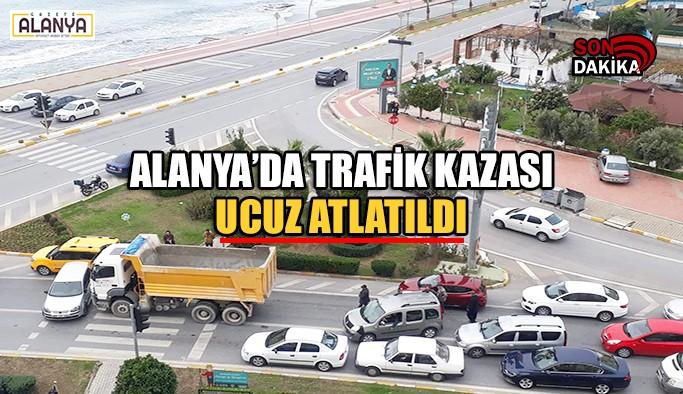 Alanya'da trafik kazası ucuz atlatıldı