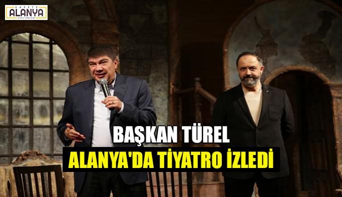 Başkan Türel Alanya'da tiyatro izledi