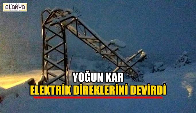 Yoğun kar elektrik direklerini devirdi