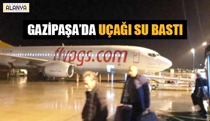 Gazipaşa'da uçağı su bastı