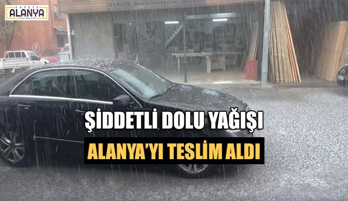 Şiddetli dolu yağışı Alanya'yı teslim aldı