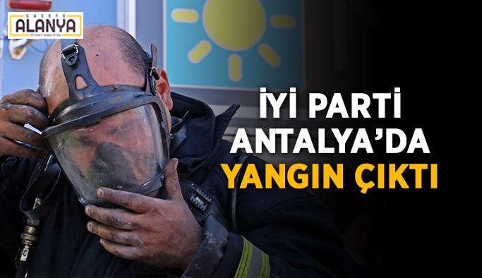 İYİ Parti Antalya'da yangın çıktı
