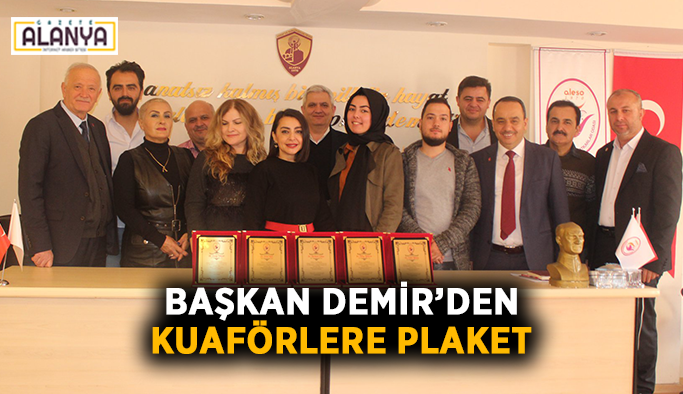 Başkan Demir'den kuaförlere plaket