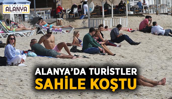 Alanya'da turistler sahile akın etti