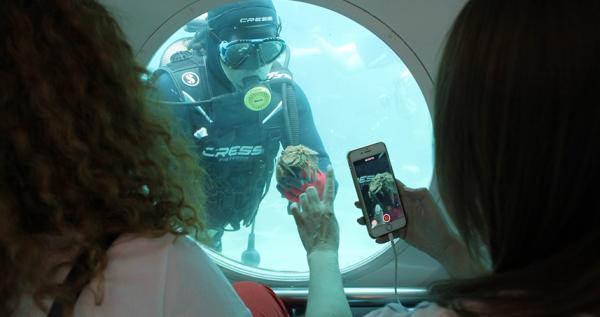 Alanya'da sanatçılar denizaltı keyfi yaşadı