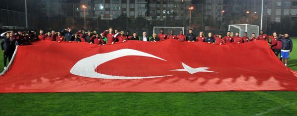 Alanyaspor\\\\\\\'dan teröre dev bayraklı tepki