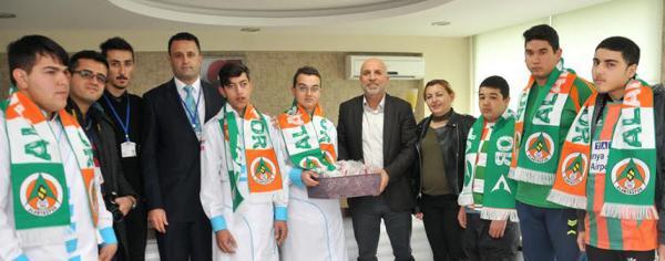 Başkan Çavuşoğlu özel öğrencileri ağırladı