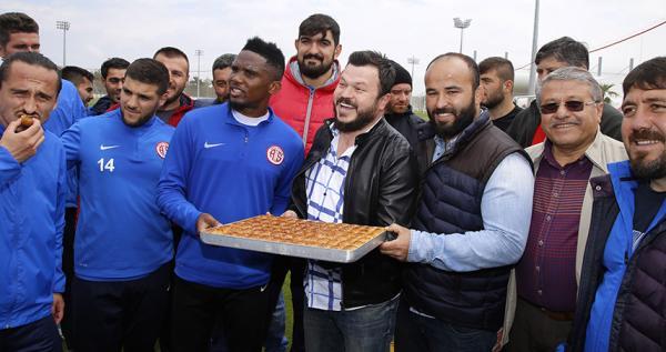 Başpehlivanlardan Antalyaspor'a baklava dopingi