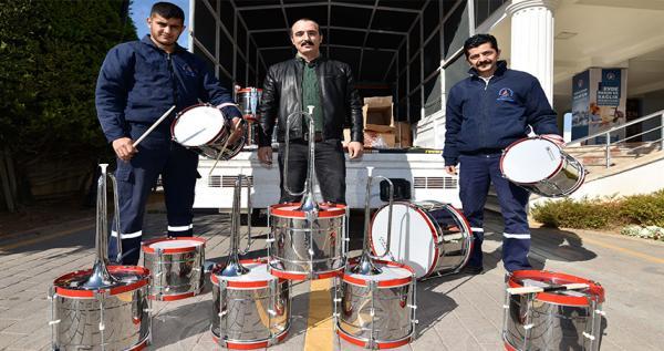 Belediye'den bando müzik aletleri yardımı