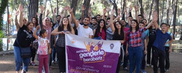 Emniyet'ten 'Gençlerle Beraberiz' projesi