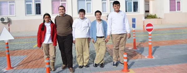 Engelli öğrencilere mini trafik pisti