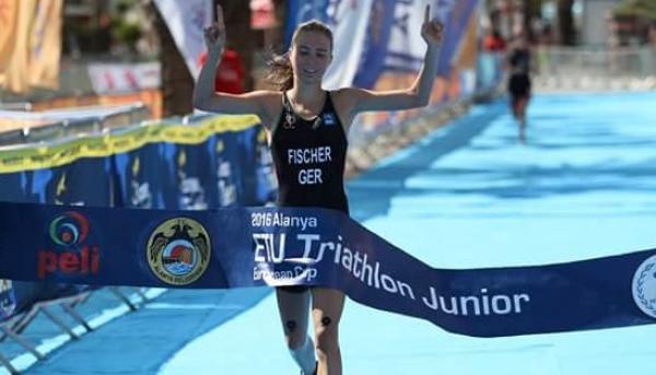 ETU Triatlon, genç Kadınlar birincisi Fischer