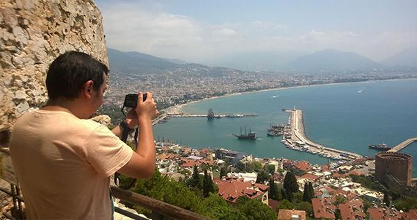 Instagram'da 122 bin takipçisi bulunan fotoğrafçı Alanya'da
