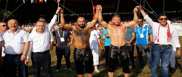Kırkpınar güreşlerinde Antalyanın başarısı dikkat çekti.