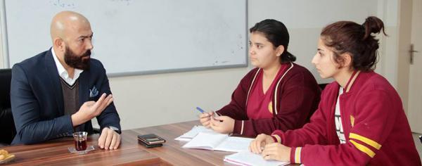 Kutay'dan liselilere gazetecilik dersi