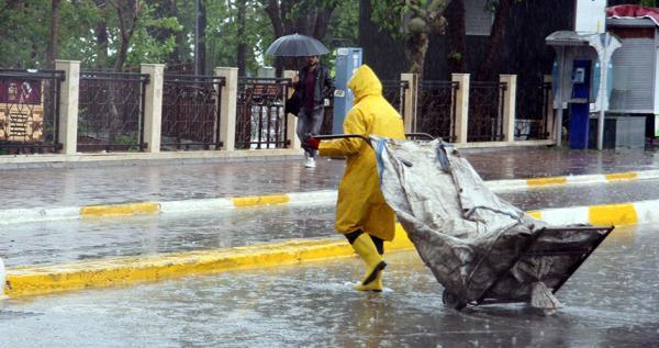 Nisan yağmuru hazırlıksız yakaladı