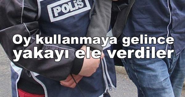 Polisin peşinde olduğu 33 kişi oy verirken yakalandı