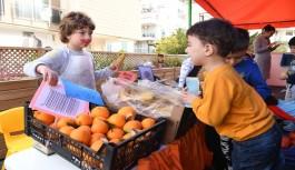 Kreş öğrencileri esnaf olup sebze sattı, zabıta olup denetim yaptı