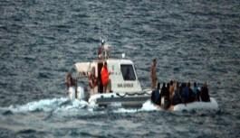 Motoru arızalanan bottaki kaçakları Sahil Güvenlik kurtardı