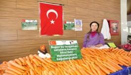 Pazarcı esnafı tezgahını Mehmetçik için açtı