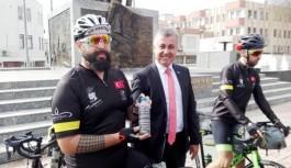 Antalyalı bisikletliler, Çanakkale şehitlerine toprak götürüyor