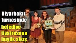 Diyarbakır turnesinde belediye tiyatrosuna büyük alkış