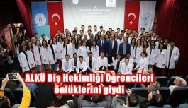 ALKÜ Diş Hekimliği Öğrencileri önlüklerini...