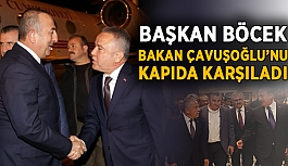 Böcek, Bakan Çavuşoğlu'nu kapıda karşıladı