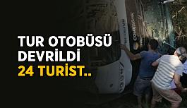 Tur otobüsü devrildi, 24 turist..
