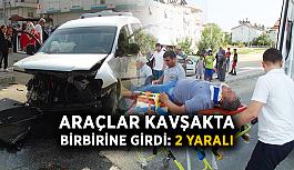 Araçlar kavşakta birbirine girdi: 2 yaralı