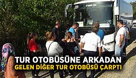 Tur otobüsüne arkadan gelen diğer tur otobüsü çarptı