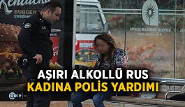 Aşırı alkollü Rus kadına polis yardımı