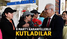 8 Mart'ı kırmızı karanfillerle kutladılar
