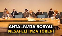 Antalya'da sosyal mesafeli imza töreni